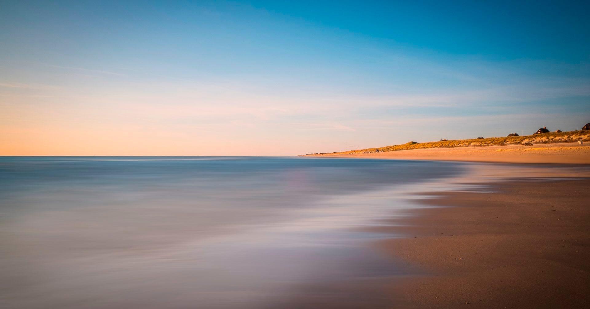 Blick auf Sylts Küste mit Nordsee