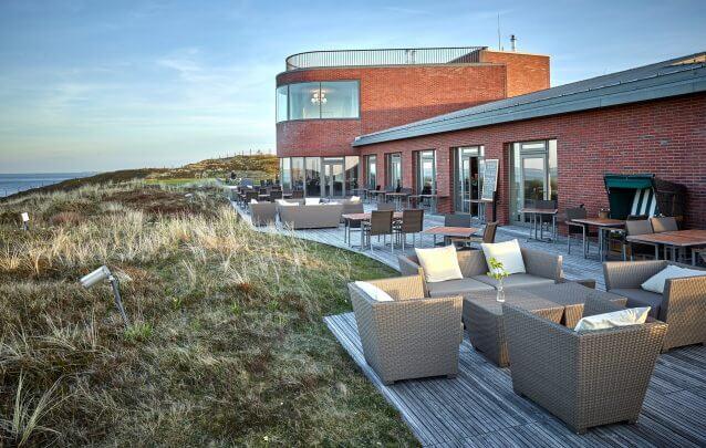 Strönholt Außenansicht mit Terrasse