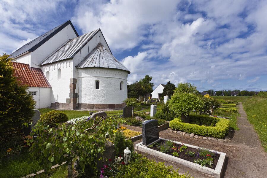 Die St.-Martin-Kirche in Morsum ist die älteste und zugleich kleinste Kirche der Insel. Foto: Beate Zöllner